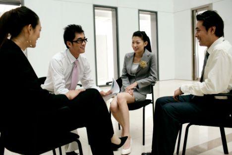 Burada amacınız kendinizi işverene olduğunuzdan farklı tanıtmak ve işi kazanabilmek için yanıltıcı cevaplar vermek olmamalı.
